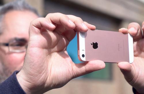 Ai không nên mua iPhone SE?